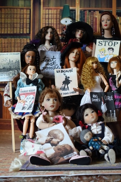 Photo de groupe les Dolls manifestent. Dsc00010