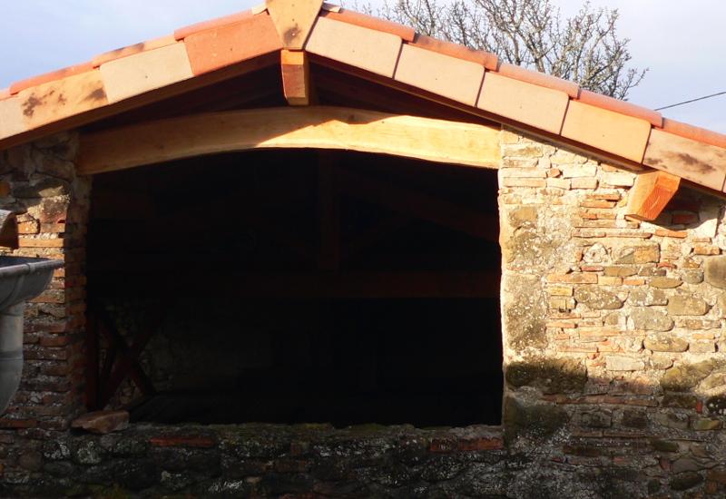 construction d'un abri en charpente - Page 13 Lintea10