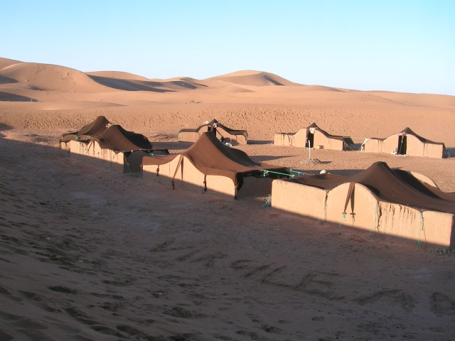 A Merzouga : Choix du camping et la bonne balade dans le desert - Page 2 72_ryv10