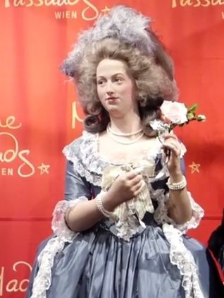 Marie Antoinette, chez Madame Tussaud - Page 3 Mme10