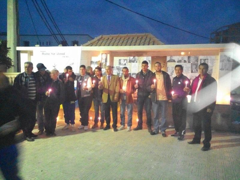 La population d'Aokas rend hommage à feu Hocine Ait Ahmed - Page 3 137