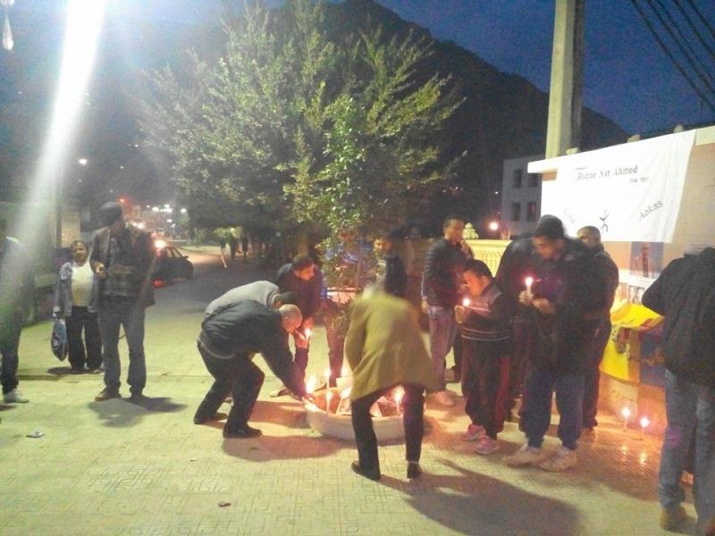 La population d'Aokas rend hommage à feu Hocine Ait Ahmed - Page 3 138