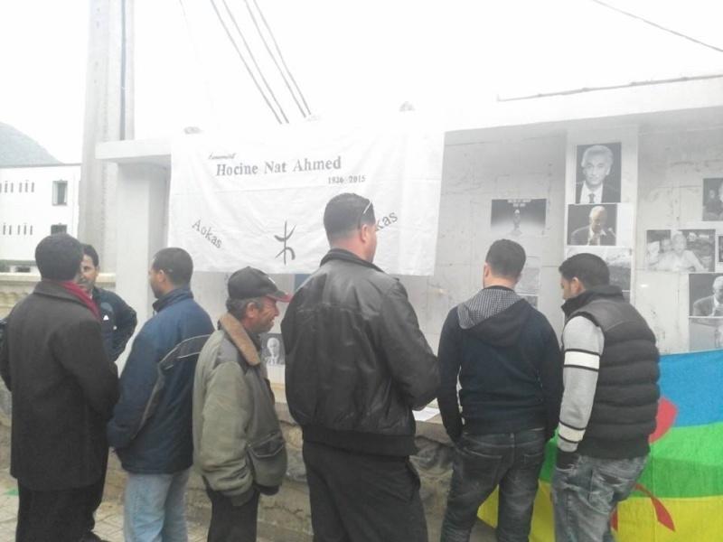 La population d'Aokas rend hommage à feu Hocine Ait Ahmed - Page 3 143