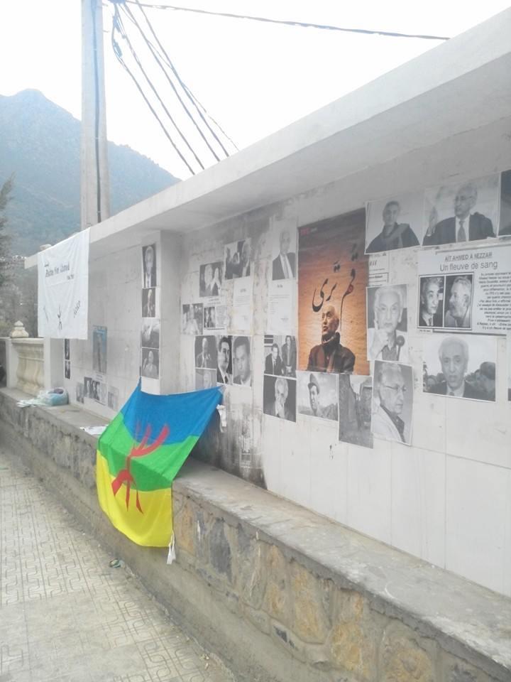 La population d'Aokas rend hommage à feu Hocine Ait Ahmed - Page 3 145