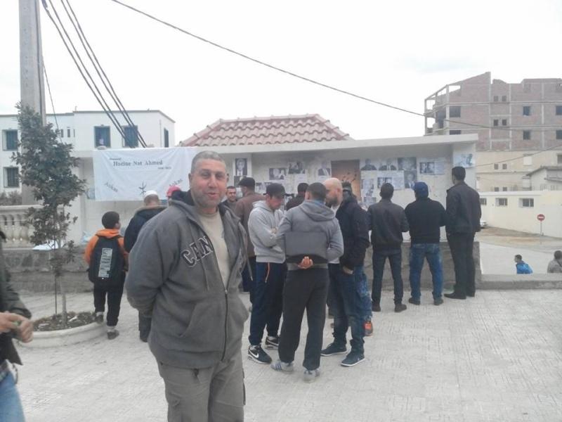 La population d'Aokas rend hommage à feu Hocine Ait Ahmed - Page 3 151