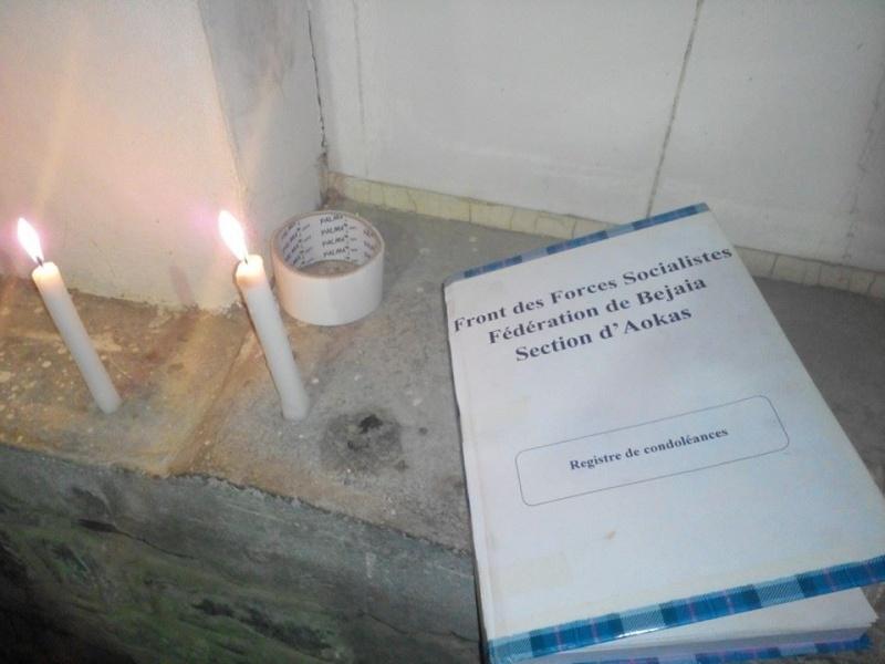 La population d'Aokas rend hommage à feu Hocine Ait Ahmed - Page 3 155