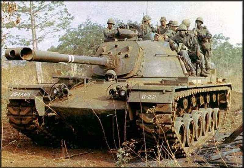 Le M-48 Patton (blindé du V-N) M48a3-10