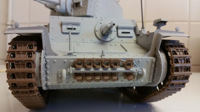 Panzer 38(T) Ausf.E/F - 1/16 - PANDA HOBBY. mise en boue  - Page 4 20160215