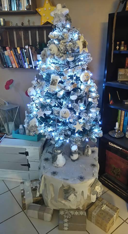 C'est bientôt Noël: montre moi ton sapin  !!  - Page 6 12360110