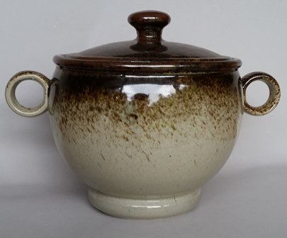 Who made this Made In New Zealand Teapot please? Clay_c16