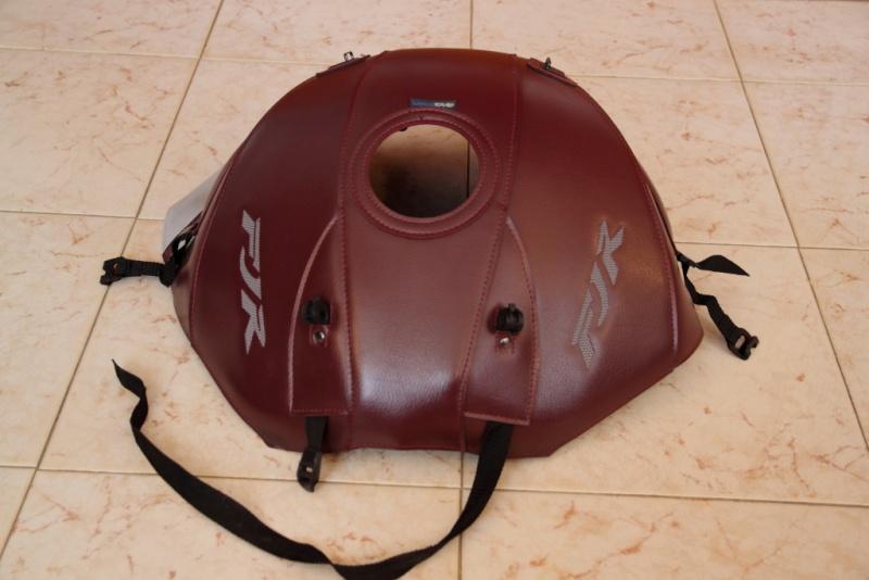 Vends divers accessoires FJR 2010 couleur bordeaux. Tapis_12