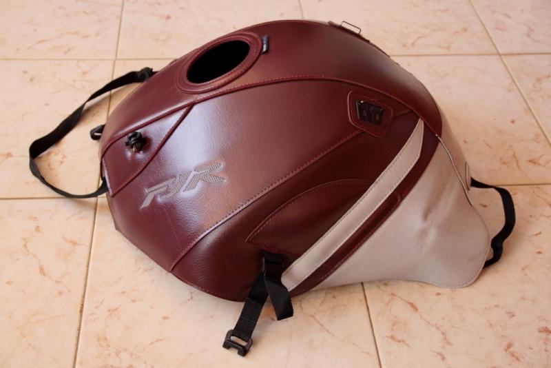 Vends divers accessoires FJR 2010 couleur bordeaux. Tapis_13