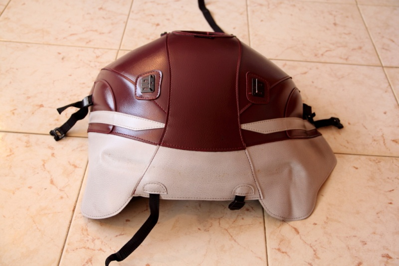 Vends divers accessoires FJR 2010 couleur bordeaux. Tapis_14