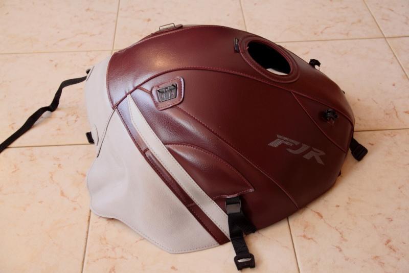 Vends divers accessoires FJR 2010 couleur bordeaux. Tapis_15