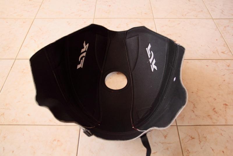 Vends divers accessoires FJR 2010 couleur bordeaux. Tapis_16