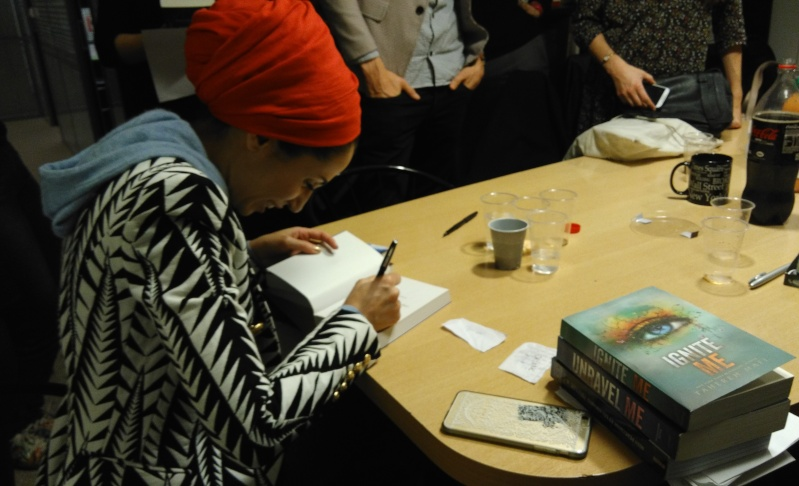 Discussion avec Tahereh Mafi et Ransom Riggs – le 10 novembre 2015 – Neuilly sur Seine Img_2010