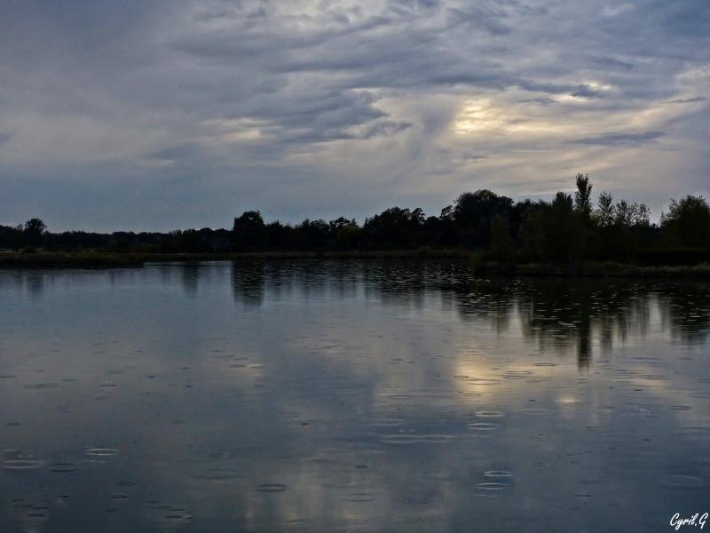 Il pleut sur le lac P1020910