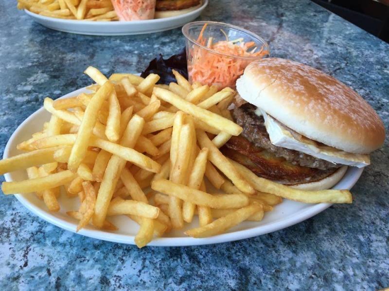 Annette's Diner (Disney Village) - Page 6 Burger10