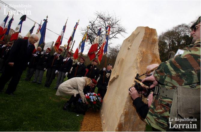 cérémonie Briey : ambiance lourde à l'inauguration de la stèle Bigeard  Bigear10