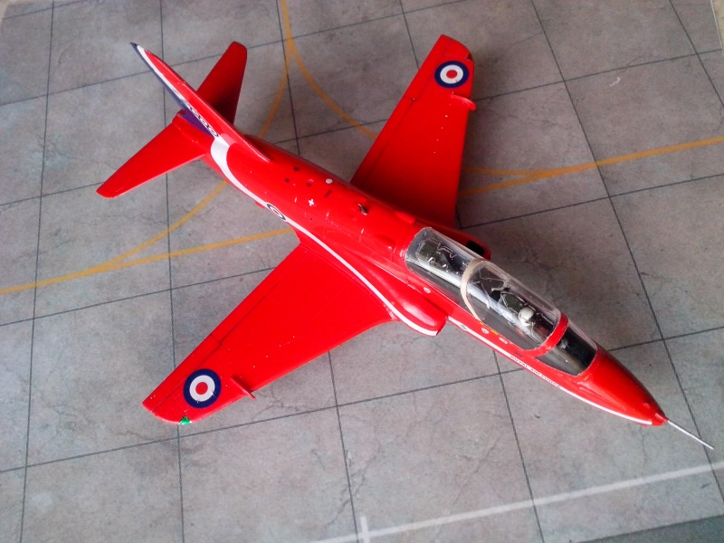 BAE HAWK des Red Arrows (revell) - Page 2 Img_2027
