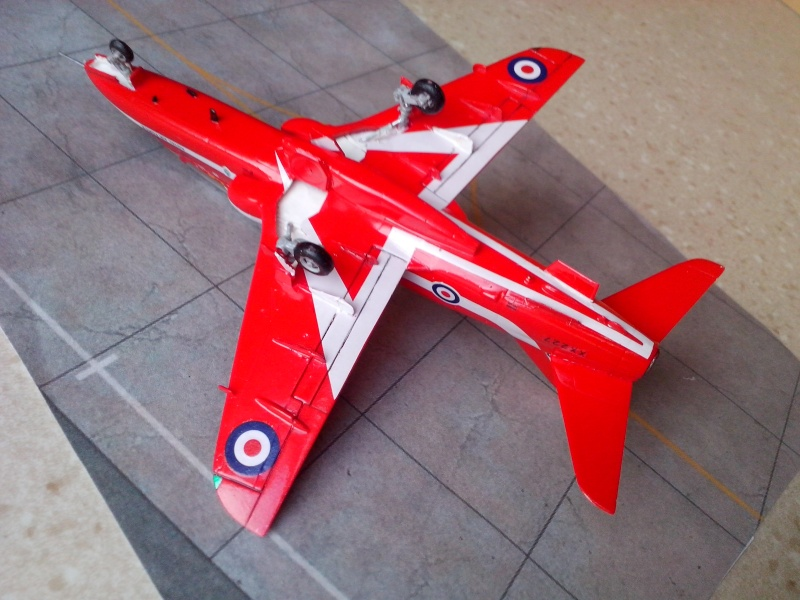 BAE HAWK des Red Arrows (revell) - Page 2 Img_2029