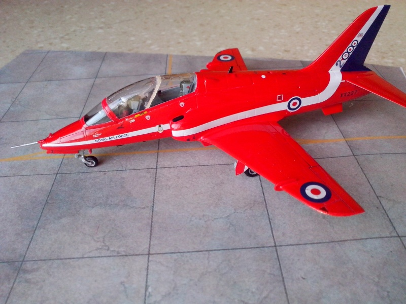 BAE HAWK des Red Arrows (revell) - Page 2 Img_2030