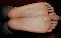 nouveau site consacré aux pieds et talons - Page 2 Image411