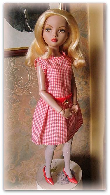 Mes poupées Ellowyne Wilde. De nouvelles photos postées régulièrement. - Page 14 01811