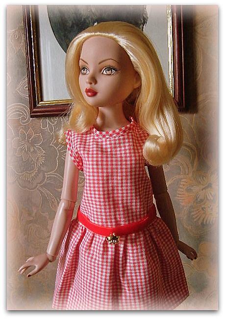 Mes poupées Ellowyne Wilde. De nouvelles photos postées régulièrement. - Page 14 02010