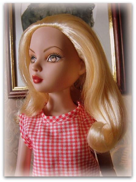 Mes poupées Ellowyne Wilde. De nouvelles photos postées régulièrement. - Page 14 02110