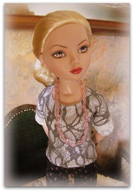 Mes poupées Ellowyne Wilde. De nouvelles photos postées régulièrement. - Page 15 02112