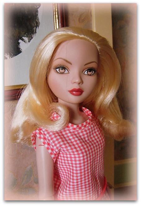 Mes poupées Ellowyne Wilde. De nouvelles photos postées régulièrement. - Page 14 02210