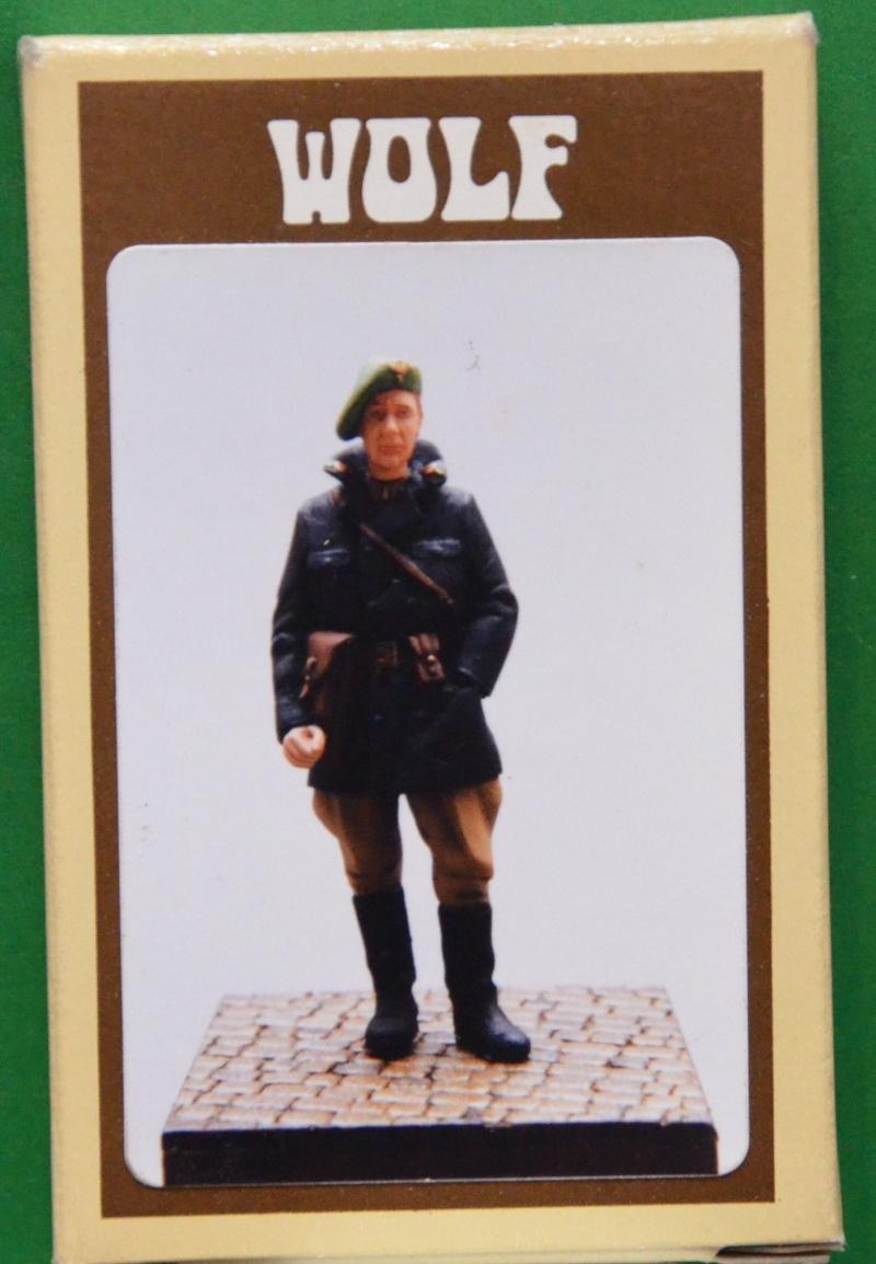 officier chasseur ardennais 54 mm de chez WOLF Belgia10