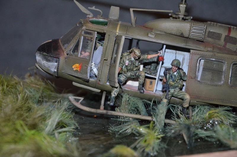 huye UH-1 D et ses us Dsc_0214