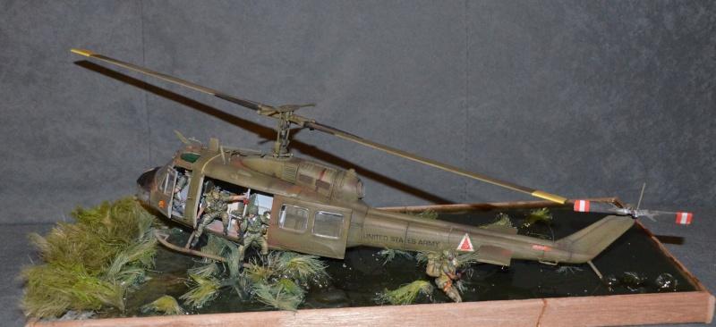 huye UH-1 D et ses us Dsc_0215