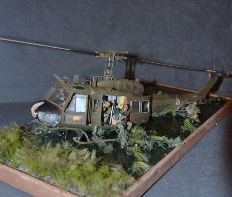 huye UH-1 D et ses us Dsc_0216