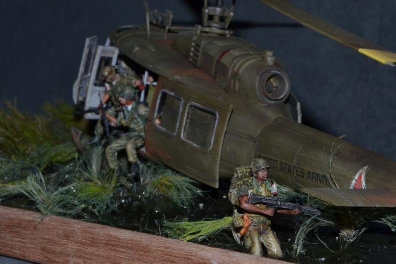 huye UH-1 D et ses us Dsc_0217