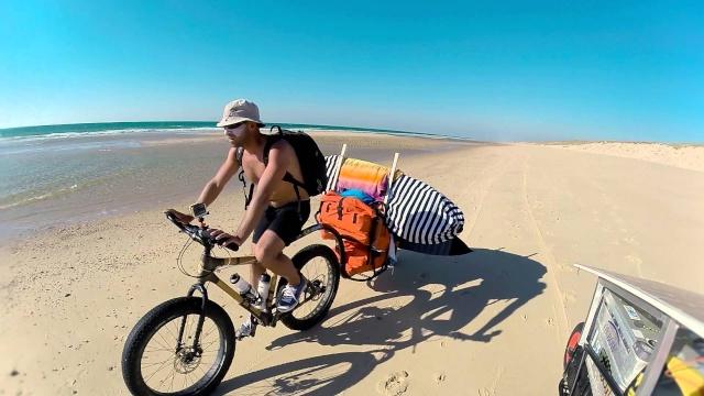 Trois Bretons de Lost In The Swellen en Fat Bikes de passage sur la côte médocaine Maxres10
