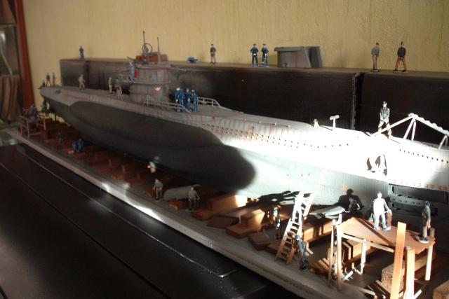 diorama d'un sous marin en cale sèche Dscf7042