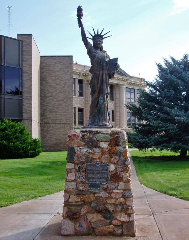 Statue de la Liberté = les répliques découvertes grâce à Google Earth - Page 6 10901110