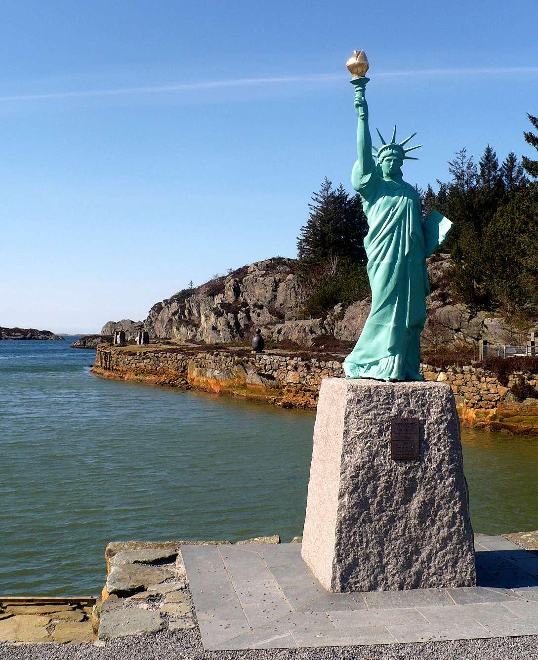 Statue de la Liberté = les répliques découvertes grâce à Google Earth - Page 6 11234310