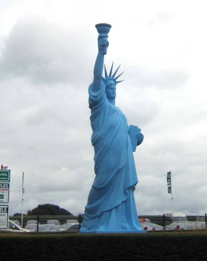 Statue de la Liberté = les répliques découvertes grâce à Google Earth - Page 6 52882910