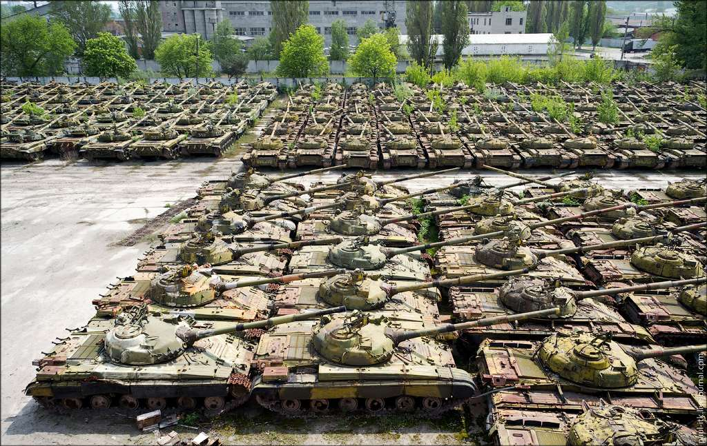 CIMETIERE DE CHARS - Cimetière de chars russes - Kharkov - Ukraine 84369010