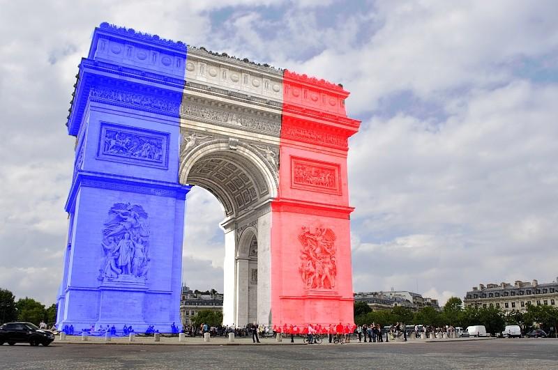 que se passe t-il à Paris en marge du match France-Allemagne? MULTIPLES EXPLOSIONS SIGNALEES. Attentat? - Page 3 Arc_de10