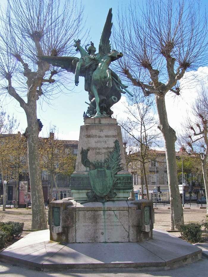 40 000 monuments pour 1 350 000 morts pendant la guerre de 14-18 [sujet collaboratif : on a besoin de vous !] Place_10