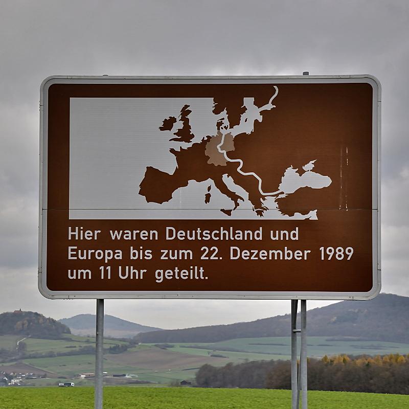"""Panneaux """"mémorial de la chute du rideau de fer entre les deux Allemagne (1393 km) """" Point_10"""