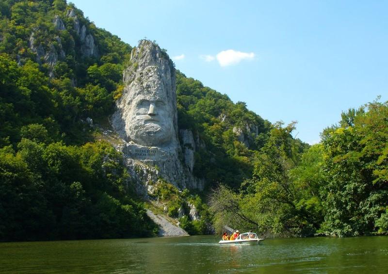 La sculpture géante du roi Decebal - Orsova - Roumanie. Ruler10