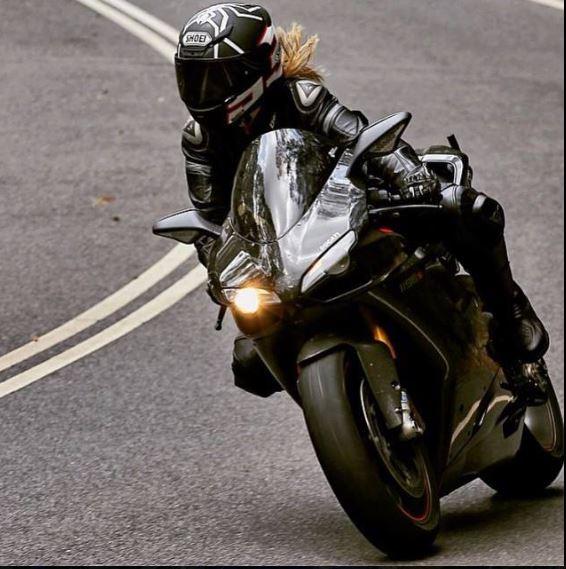 Femmes à moto - Page 2 13m10