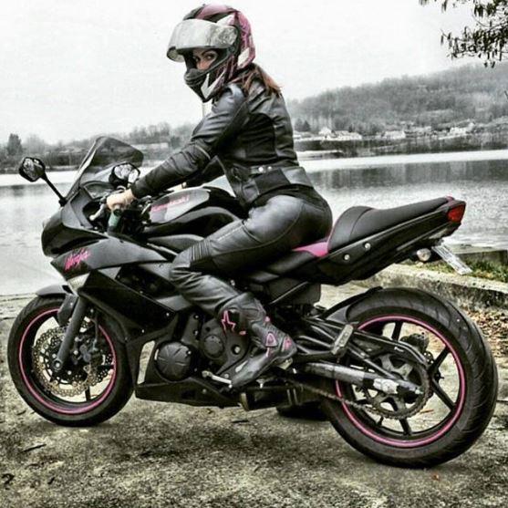 Femmes à moto - Page 2 14m10