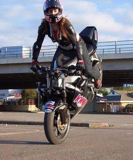 Femmes à moto - Page 2 15m10